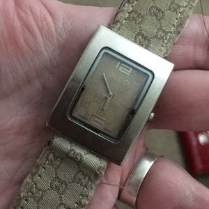 Gucci 4700m watch. New battery